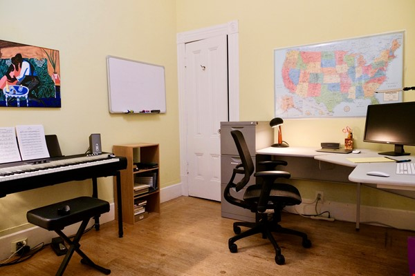 Spacious Sunny Mission Home with Garden & Parking Home Rental in San Francisco 6 - thumbnail