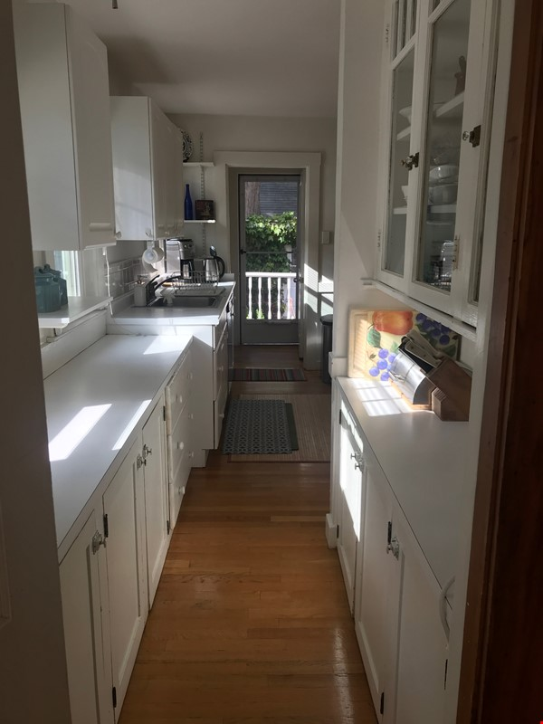 Furnished, Sunny, 2-bdrm apt 2.5 miles to Hrvd Sq., quiet safe neighborhood Home Rental in Belmont 6 - thumbnail