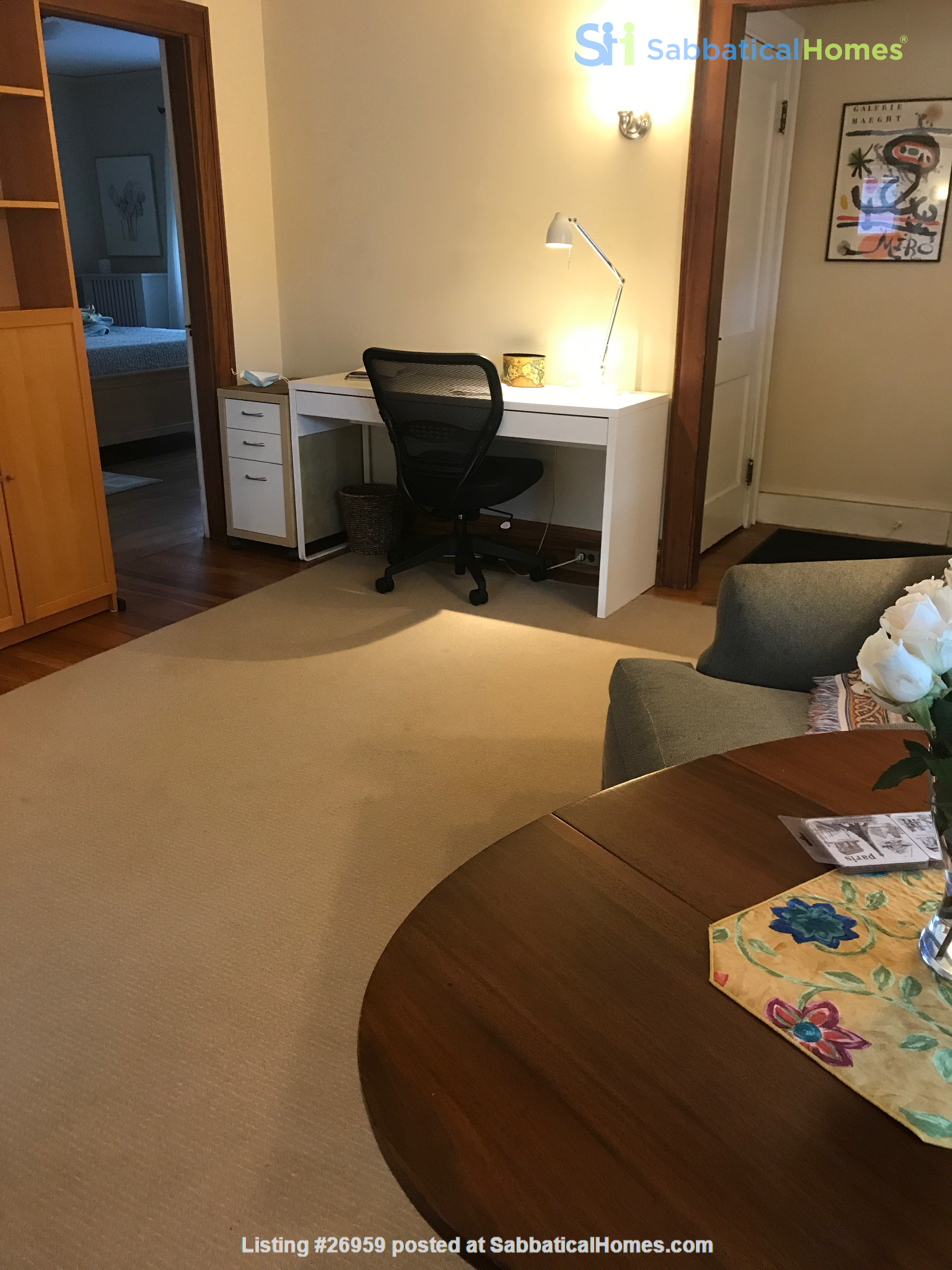Furnished, Sunny, 2-bdrm apt 2.5 miles to Hrvd Sq., quiet safe neighborhood Home Rental in Belmont, Massachusetts, United States 2