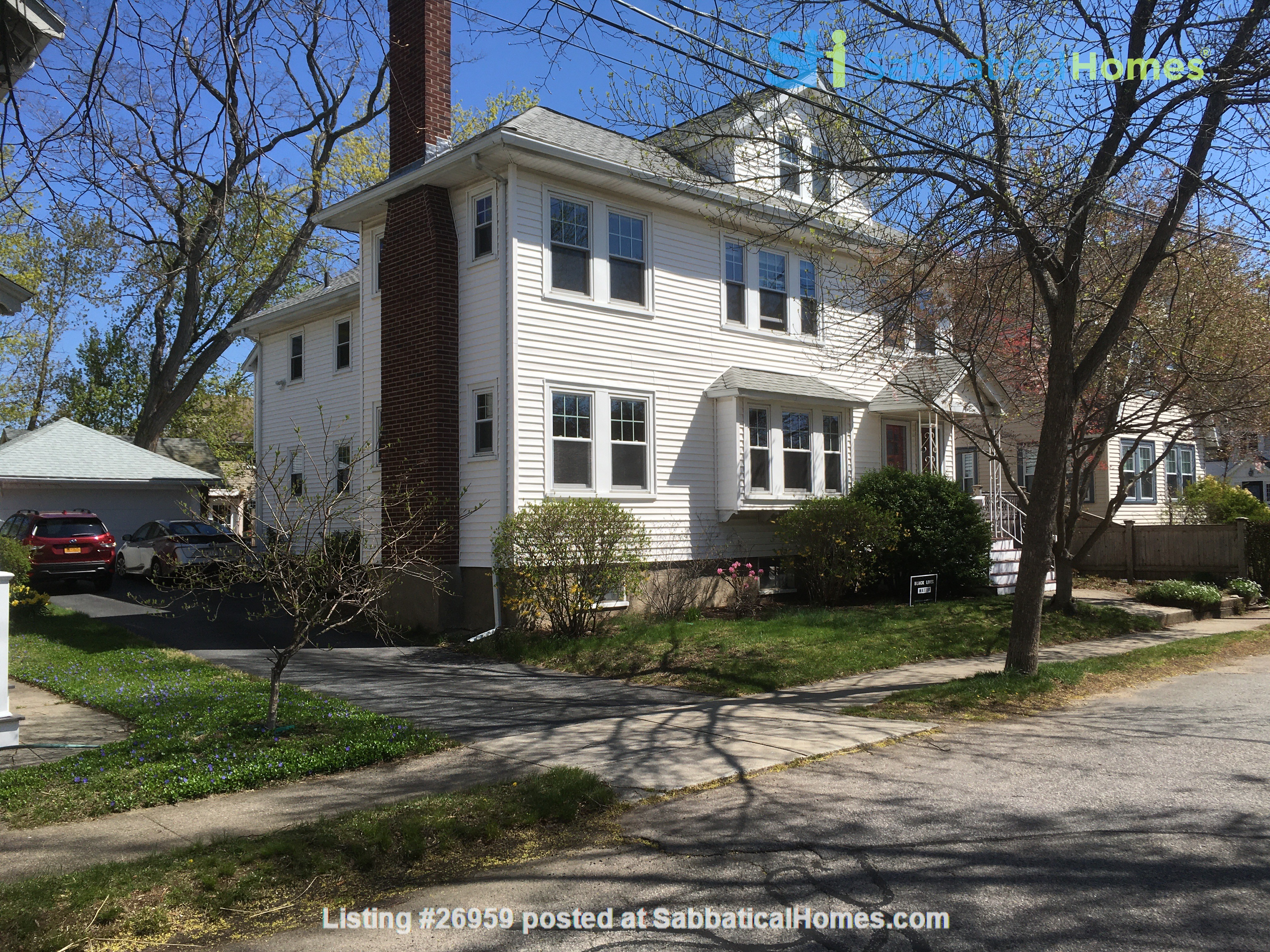 Furnished, Sunny, 2-bdrm apt 2.5 miles to Hrvd Sq., quiet safe neighborhood Home Rental in Belmont, Massachusetts, United States 9