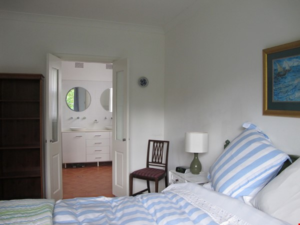 Sydney North Shore share a wonderful house yet have your own privacy. Home Rental in East Lindfield 1 - thumbnail