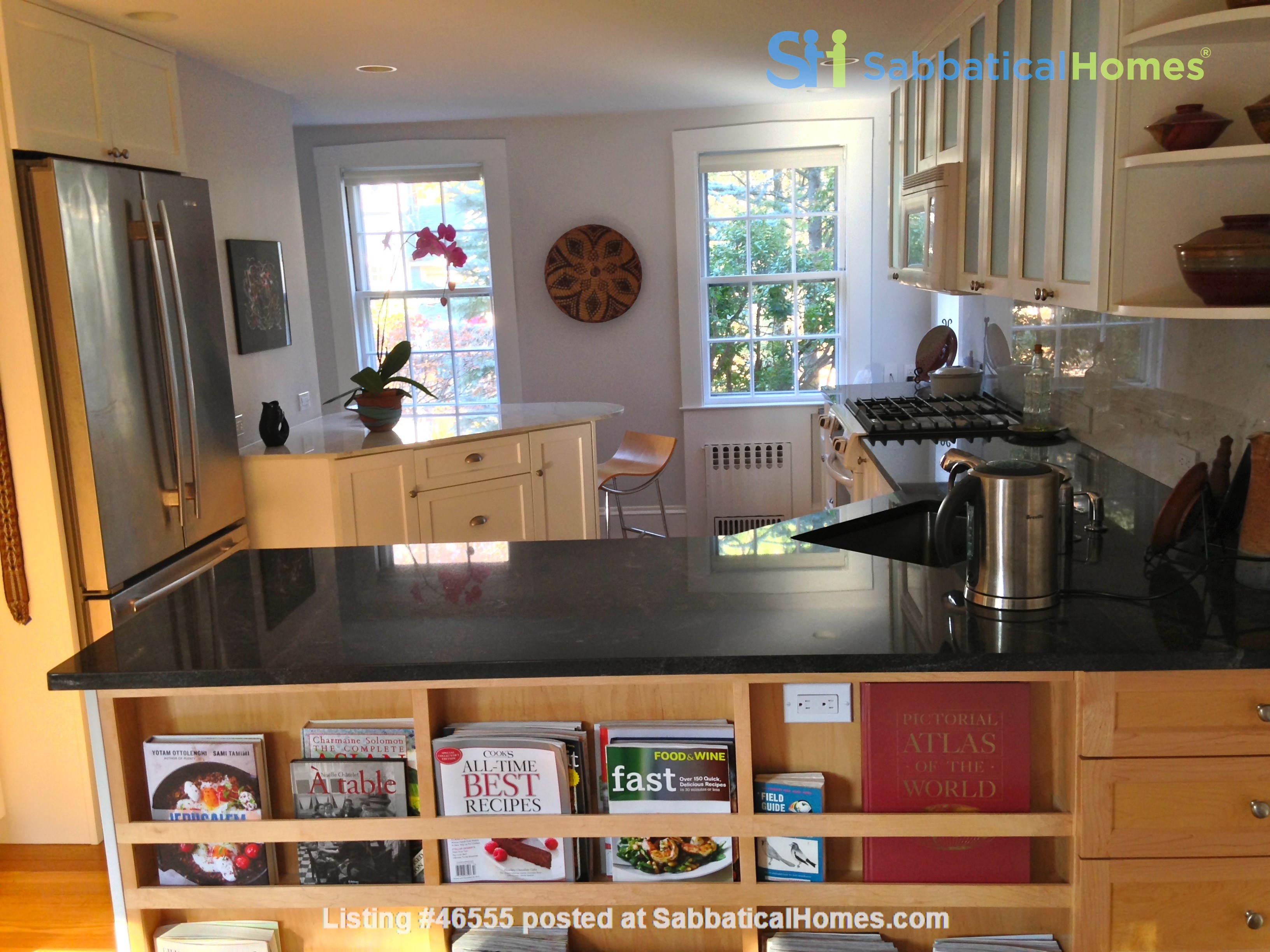 3BR furnished home in Newton on quiet street, next to park - walk to lake Home Rental in Newton, Massachusetts, United States 3