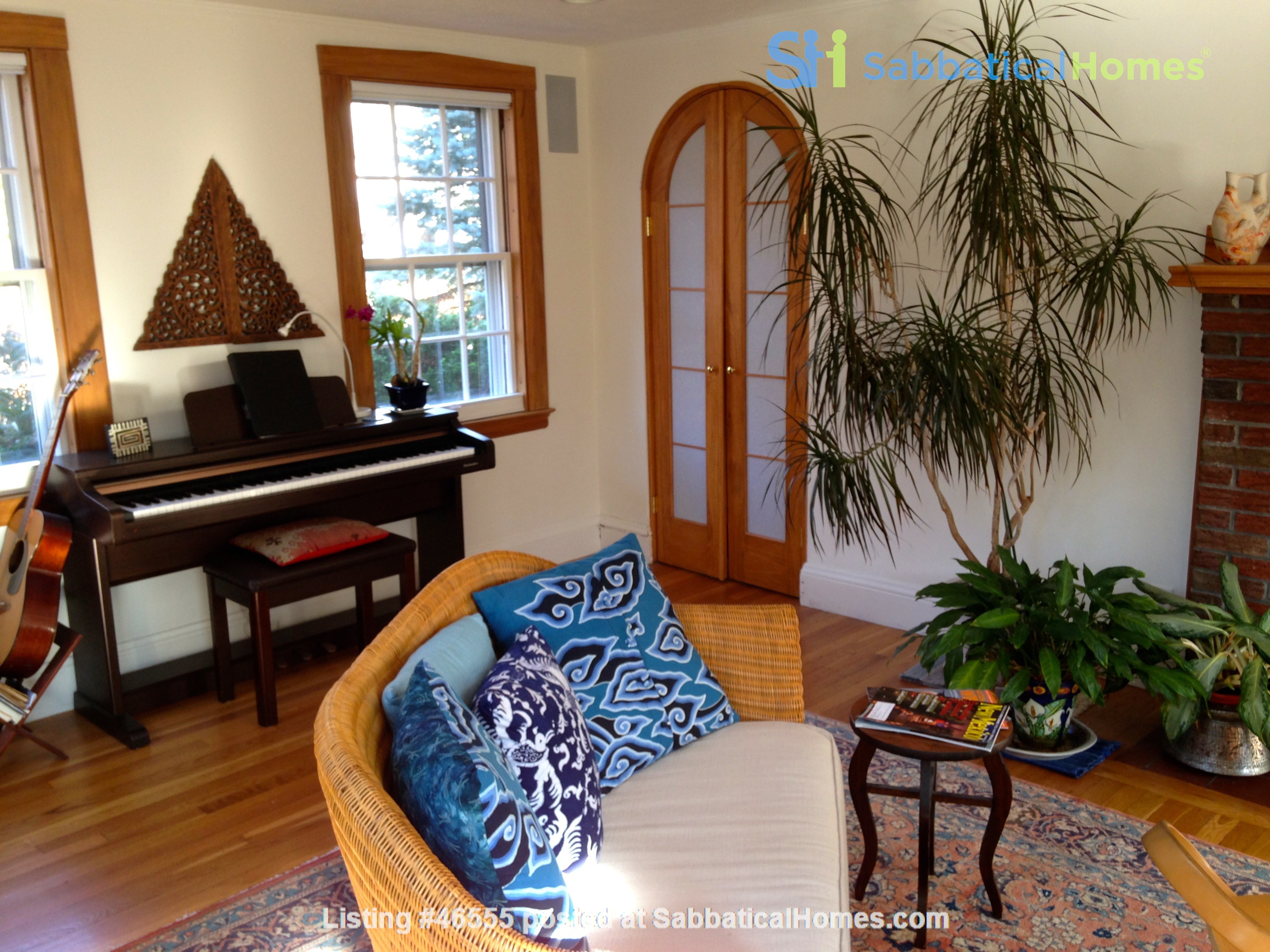 3BR furnished home in Newton on quiet street, next to park - walk to lake Home Rental in Newton, Massachusetts, United States 6