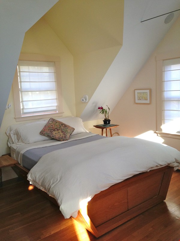 3BR furnished home in Newton on quiet street, next to park - walk to lake Home Rental in Newton 7 - thumbnail