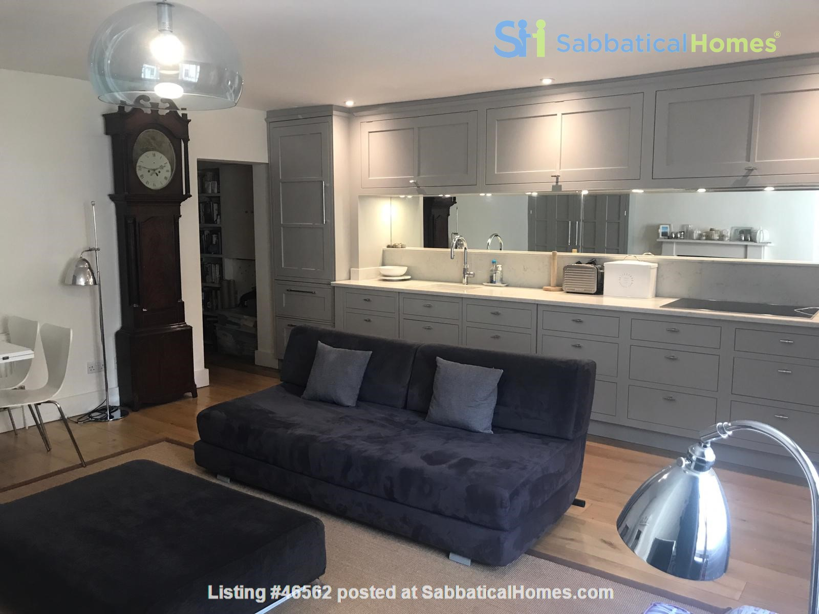 London: Notting Hill - a pretty three-bedroom garden flat on period terrace Home Rental in Greater London, England, United Kingdom 3