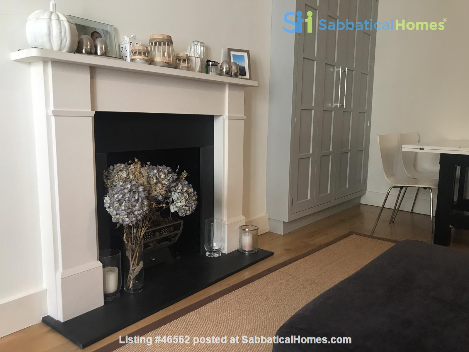 London: Notting Hill - a pretty three-bedroom garden flat on period terrace Home Rental in Greater London, England, United Kingdom 2
