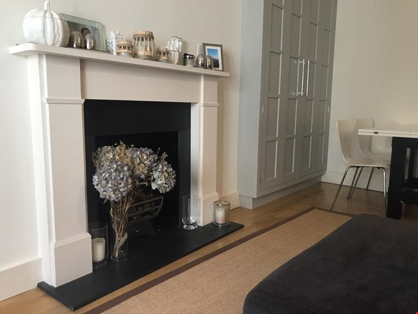 London: Notting Hill - a pretty three-bedroom garden flat on period terrace Home Rental in London 2 - thumbnail