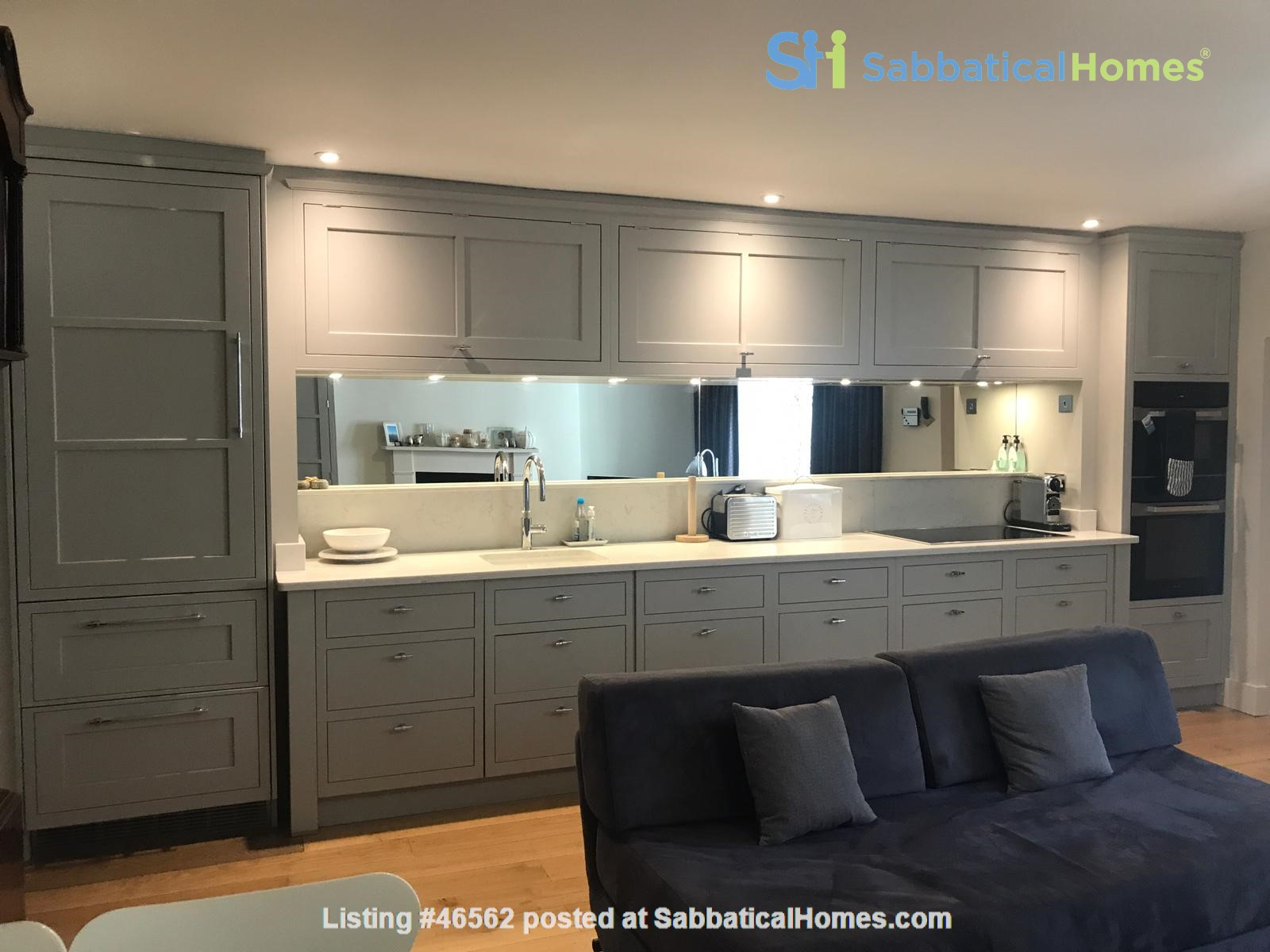 London: Notting Hill - a pretty three-bedroom garden flat on period terrace Home Rental in Greater London, England, United Kingdom 1