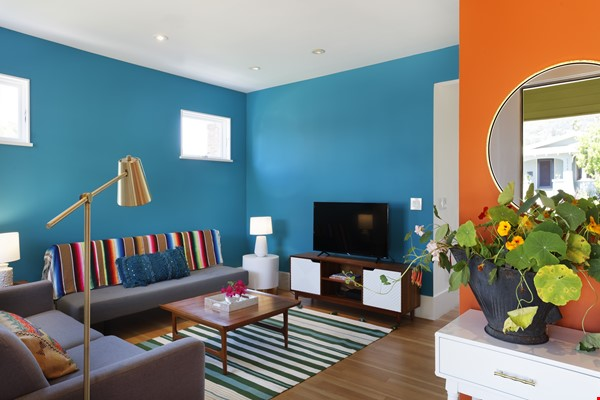 TROPICAL MODERN BUNGALOW- Oakland house near shops and hiking trails Home Rental in Oakland 3 - thumbnail