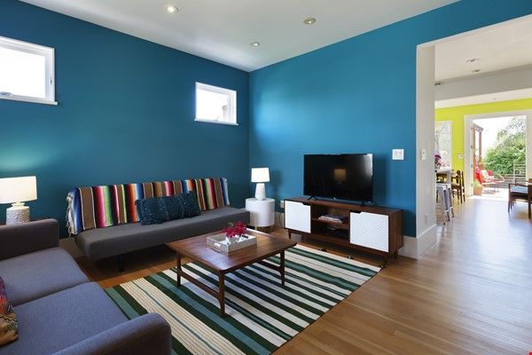 TROPICAL MODERN BUNGALOW- Oakland house near shops and hiking trails Home Rental in Oakland 4 - thumbnail