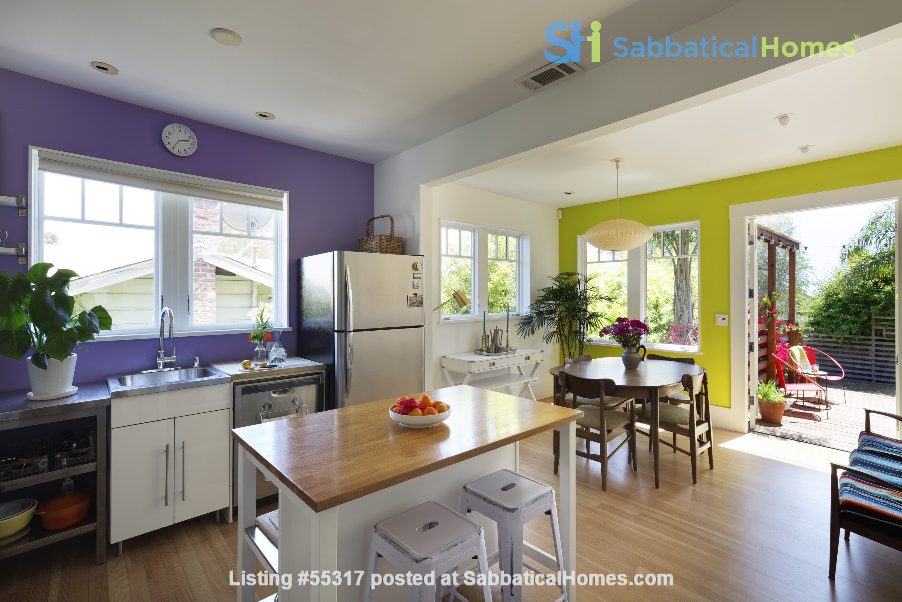 TROPICAL MODERN BUNGALOW- Oakland house near shops and hiking trails Home Rental in Oakland, California, United States 5