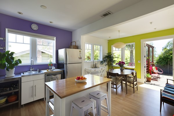 TROPICAL MODERN BUNGALOW- Oakland house near shops and hiking trails Home Rental in Oakland 5 - thumbnail