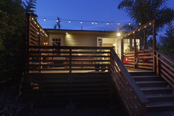 TROPICAL MODERN BUNGALOW- Oakland house near shops and hiking trails Home Rental in Oakland 9 - thumbnail