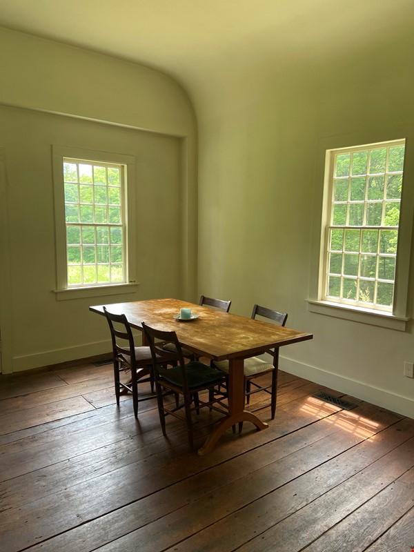 Writer's Retreat -- Idyllic Rural Cabin Home Rental in Cornwall 1 - thumbnail