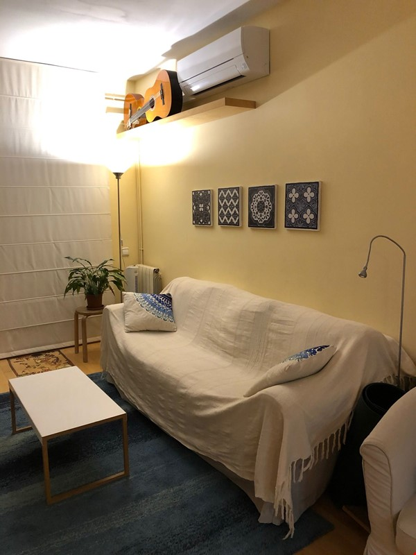 Convenient 2BR apartment right next to metro in Gracia / St Gervasi Home Rental in Barcelona 5 - thumbnail