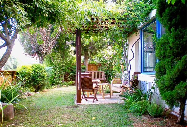 BEAUTIFUL DETACHED 3 Bed VILLA WITH GARDEN short/long let-  ZICHRON YA'AKOV Home Rental in Zikhron Ya'akov 0 - thumbnail