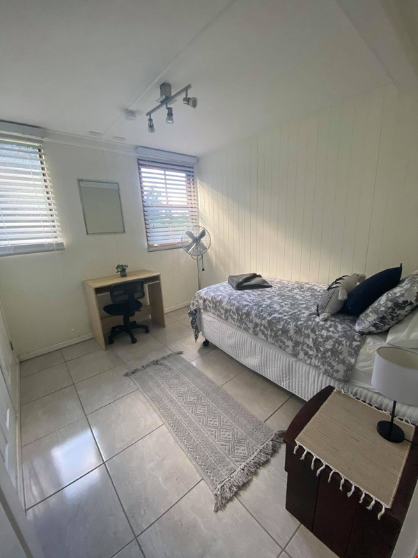 Traditional 'Queenslander' apartment central to Brisbane Home Rental in Highgate Hill 6 - thumbnail
