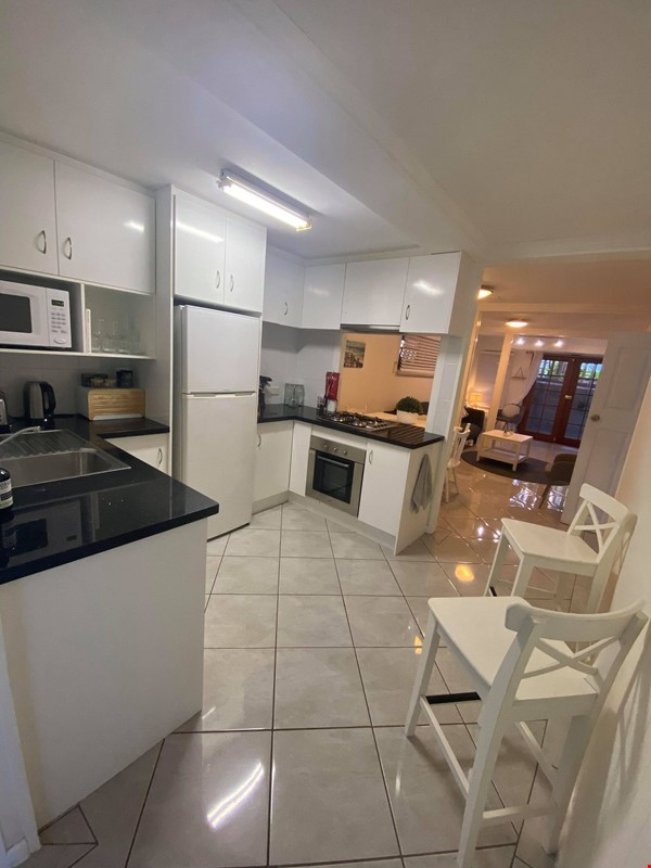 Traditional 'Queenslander' apartment central to Brisbane Home Rental in Highgate Hill 2 - thumbnail