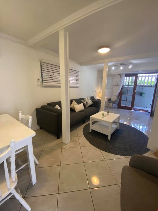 Traditional 'Queenslander' apartment central to Brisbane Home Rental in Highgate Hill 0 - thumbnail