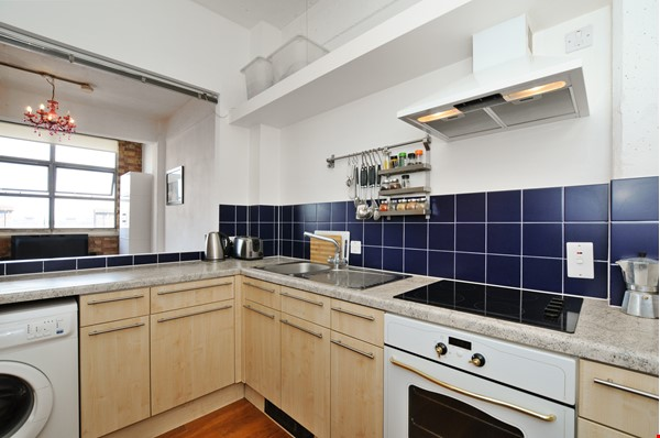 London Zone 1. Quiet & Secure. Concierge. All utilities included. Home Rental in  5 - thumbnail