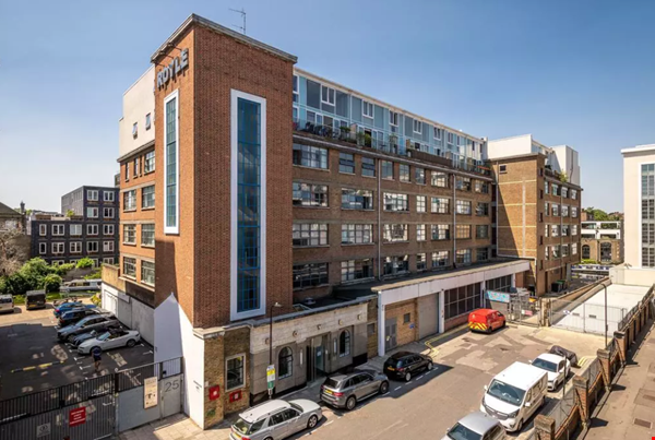 London Zone 1. Quiet & Secure. Concierge. All utilities included. Home Rental in  8 - thumbnail