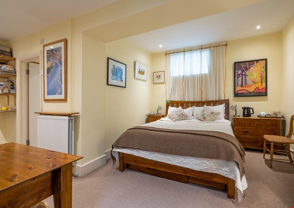 Notting Hill  Garden Flat- Antiques, Books , Textiles & Characterful Home Rental in  5 - thumbnail