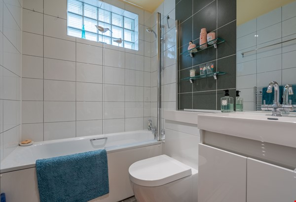 Notting Hill  Garden Flat- Antiques, Books , Textiles & Characterful Home Rental in  6 - thumbnail