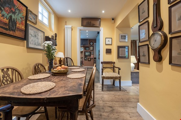 Notting Hill  Garden Flat- Antiques, Books , Textiles & Characterful Home Rental in  2 - thumbnail