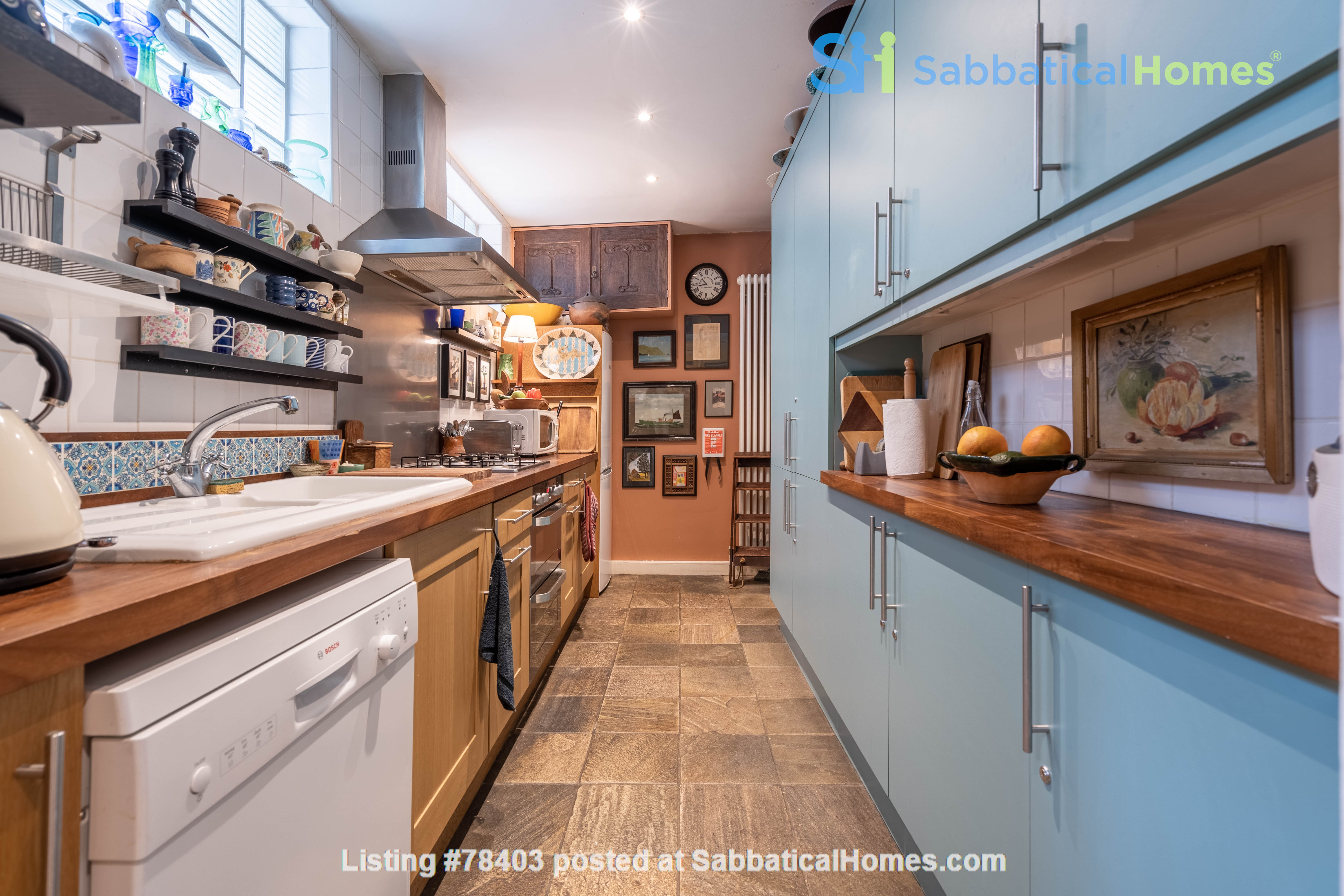Notting Hill  Garden Flat- Antiques, Books , Textiles & Characterful Home Rental in Greater London, England, United Kingdom 3