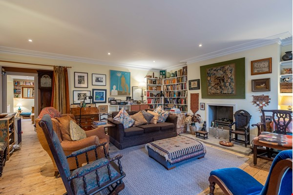 Notting Hill  Garden Flat- Antiques, Books , Textiles & Characterful Home Rental in  4 - thumbnail