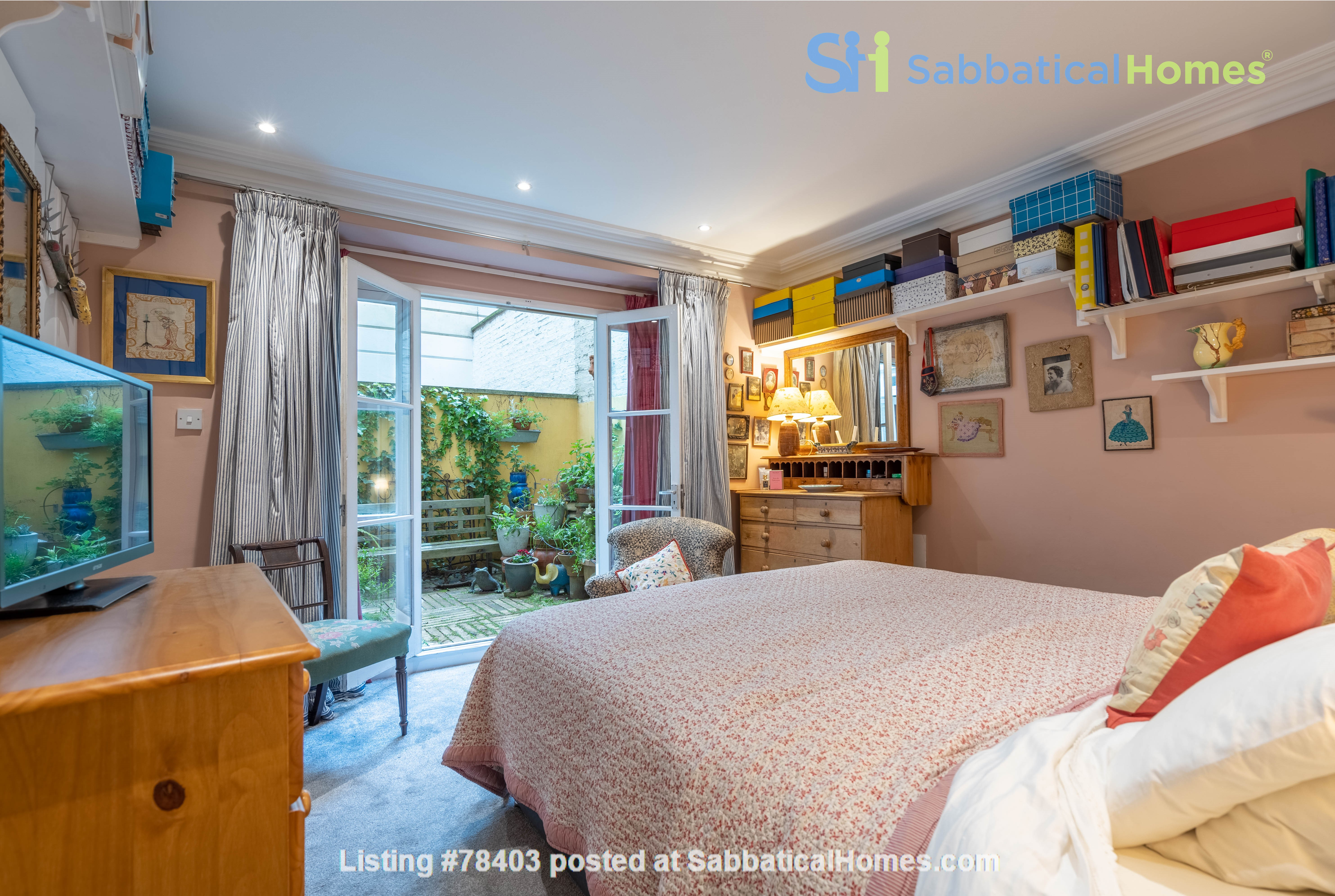 Notting Hill  Garden Flat- Antiques, Books , Textiles & Characterful Home Rental in Greater London, England, United Kingdom 8