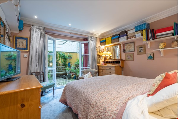 Notting Hill  Garden Flat- Antiques, Books , Textiles & Characterful Home Rental in  8 - thumbnail