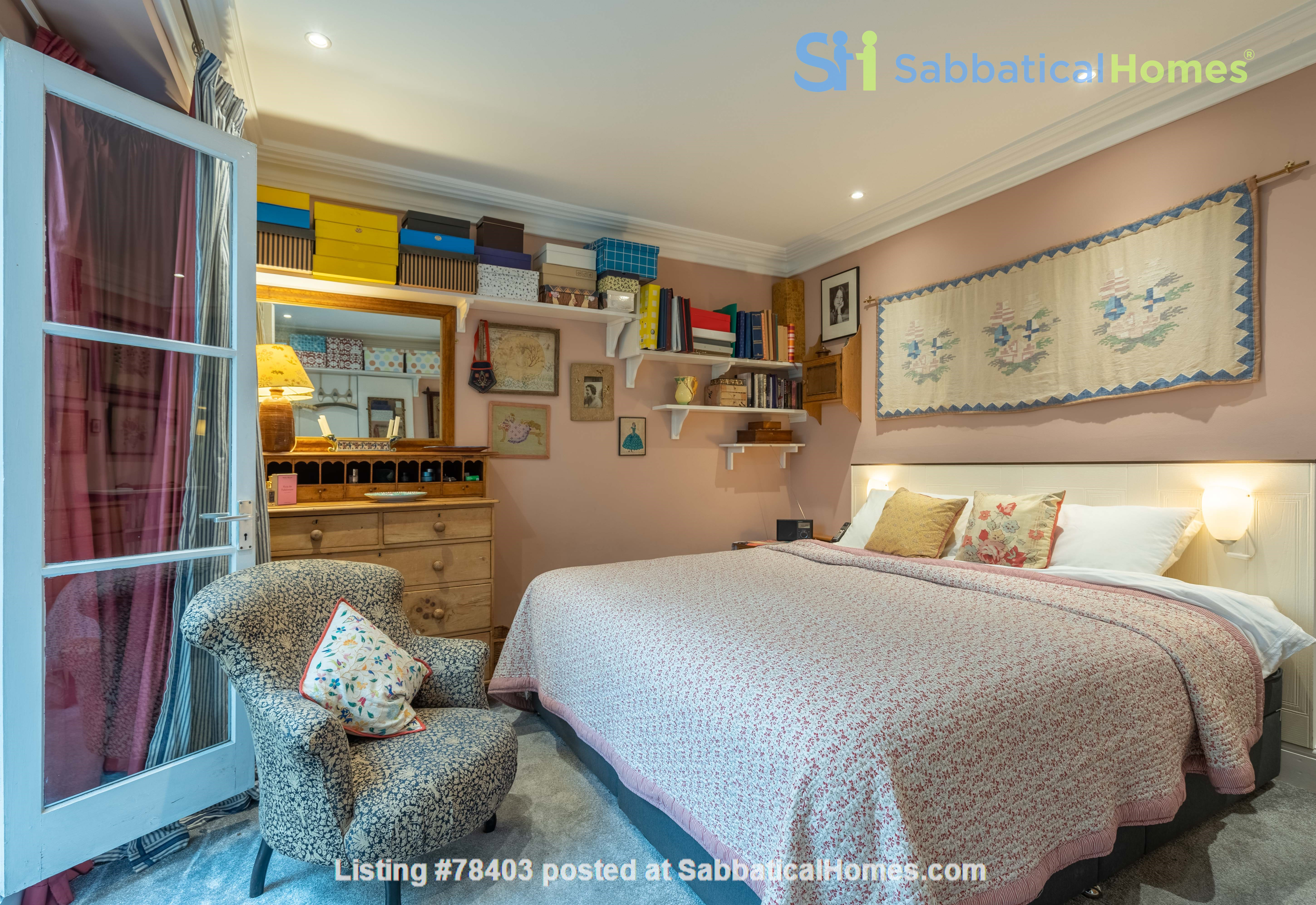 Notting Hill  Garden Flat- Antiques, Books , Textiles & Characterful Home Rental in Greater London, England, United Kingdom 7