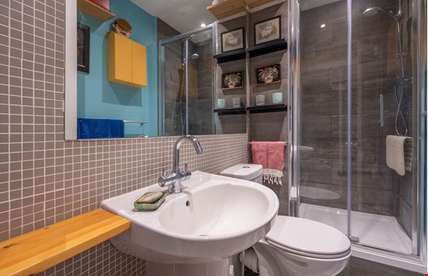 Notting Hill  Garden Flat- Antiques, Books , Textiles & Characterful Home Rental in  9 - thumbnail