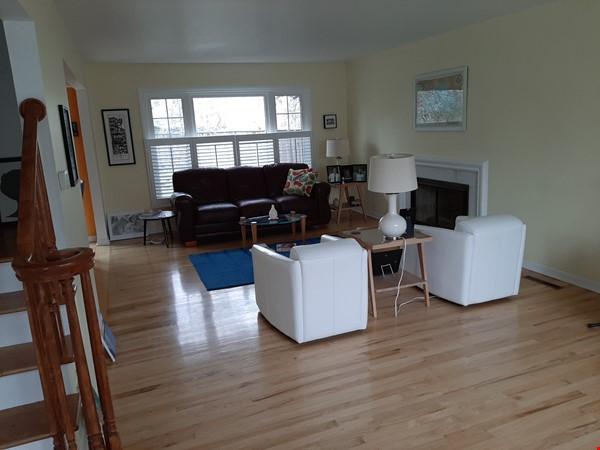 Beautiful Georgian Colonial in SW Ann Arbor Home Rental in Ann Arbor 3 - thumbnail