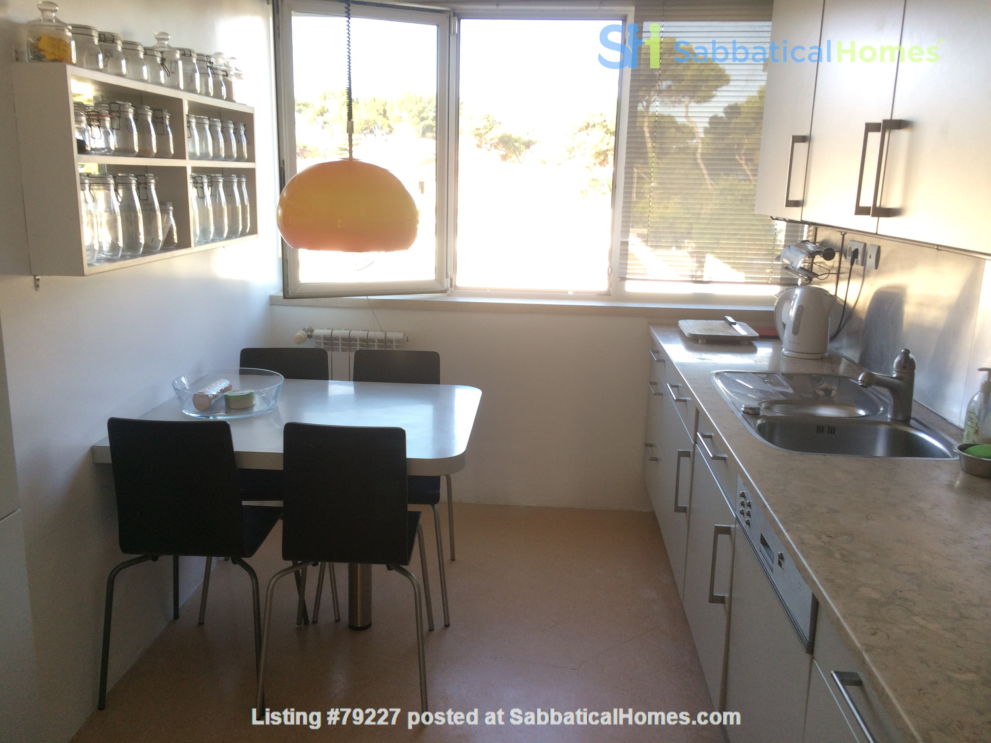 Very sunny apartment in Carcavelos Beach, between Lisbon and Cascais Home Rental in Carcavelos, Lisboa, Portugal 5