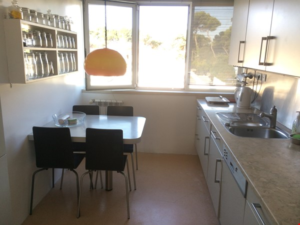 Very sunny apartment in Carcavelos Beach, between Lisbon and Cascais Home Rental in Carcavelos 5 - thumbnail