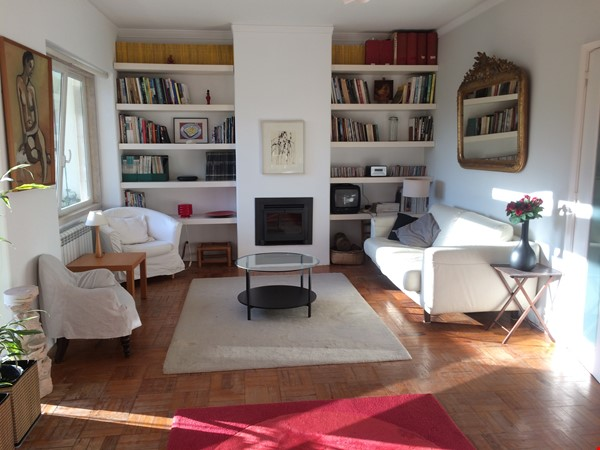 Very sunny apartment in Carcavelos Beach, between Lisbon and Cascais Home Rental in Carcavelos 1 - thumbnail