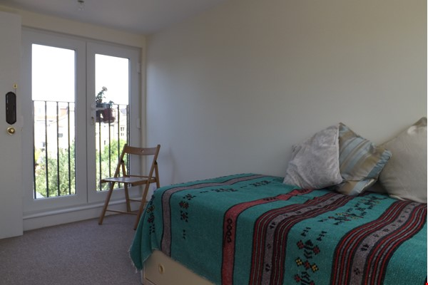 2 Rooms available -Bounds Green Tube N11 (Piccadilly Line) - Shared Kitchen Home Rental in  5 - thumbnail