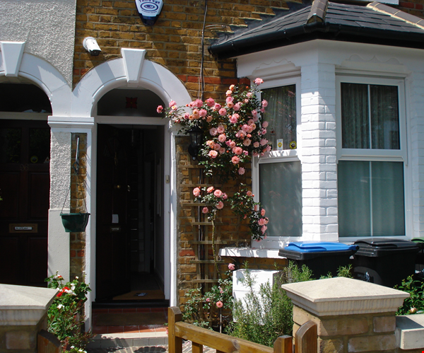 2 Rooms available -Bounds Green Tube N11 (Piccadilly Line) - Shared Kitchen Home Rental in  1 - thumbnail