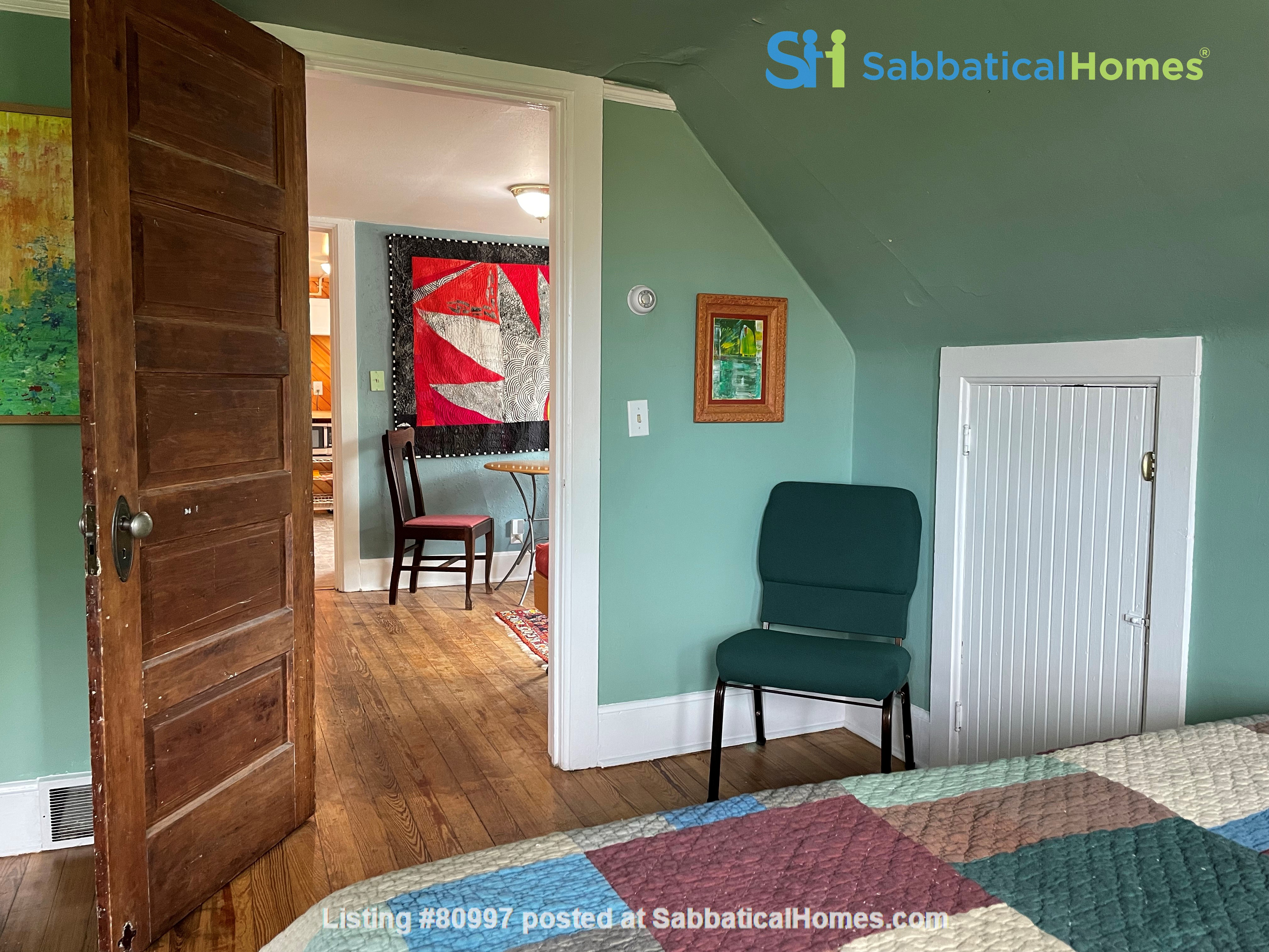 The Tree House. Third floor 1 bedroom, near east side walk-up Home Rental in Madison, Wisconsin, United States 2