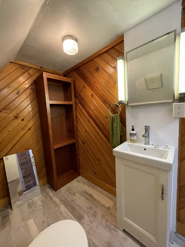 The Tree House. Third floor 1 bedroom, near east side walk-up Home Rental in Madison 9 - thumbnail