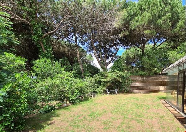 Charming Villa in selective Quinta da Marinha Home Rental in Cascais 9 - thumbnail