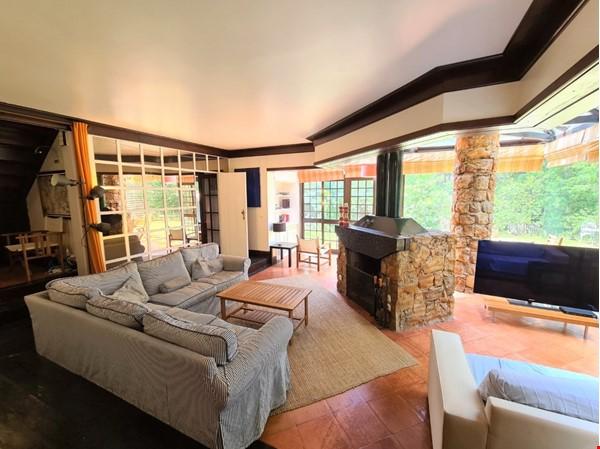 Charming Villa in selective Quinta da Marinha Home Rental in Cascais 0 - thumbnail