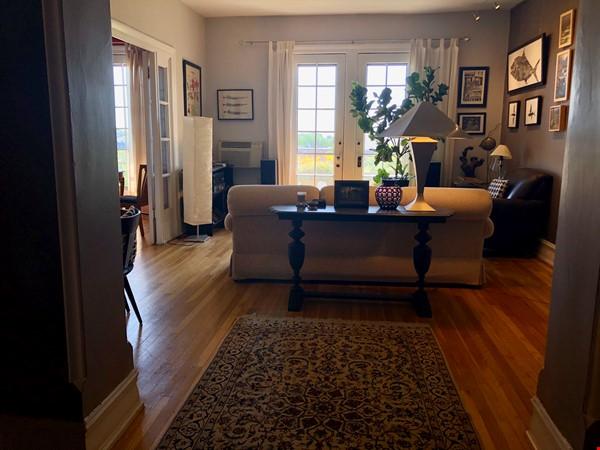 Elegant light-filled 2 bedroom condo NW D.C. Home Rental in Washington 0 - thumbnail