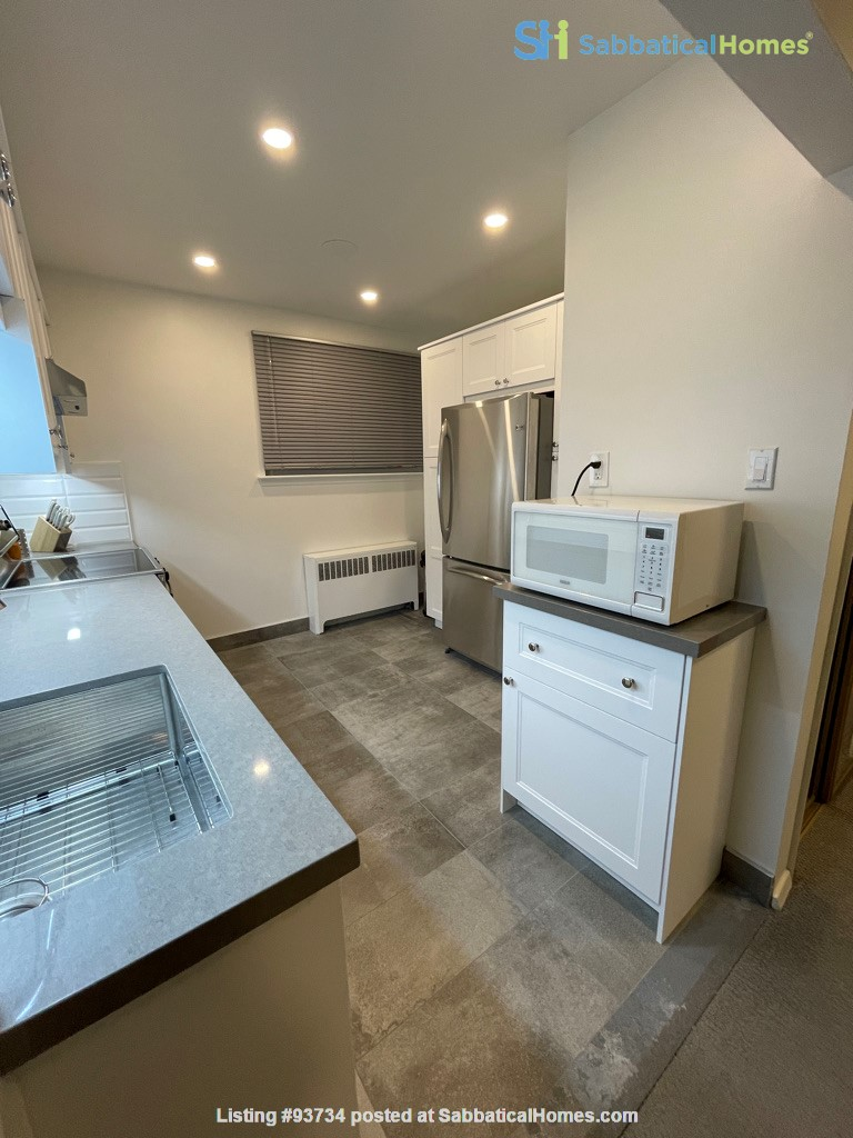 May 1 2021- Sunnybrook ! Kitchen and bath just renovated!  2 BEDROOM FURNISHED  -WALK TO SUNNYBROOK, YONGE LAWRENCE VILLAGE Home Rental in Toronto, Ontario, Canada 7