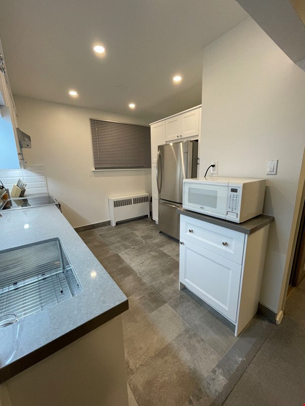 May 1 2021- Sunnybrook ! Kitchen and bath just renovated!  2 BEDROOM FURNISHED  -WALK TO SUNNYBROOK, YONGE LAWRENCE VILLAGE Home Rental in Toronto 7 - thumbnail