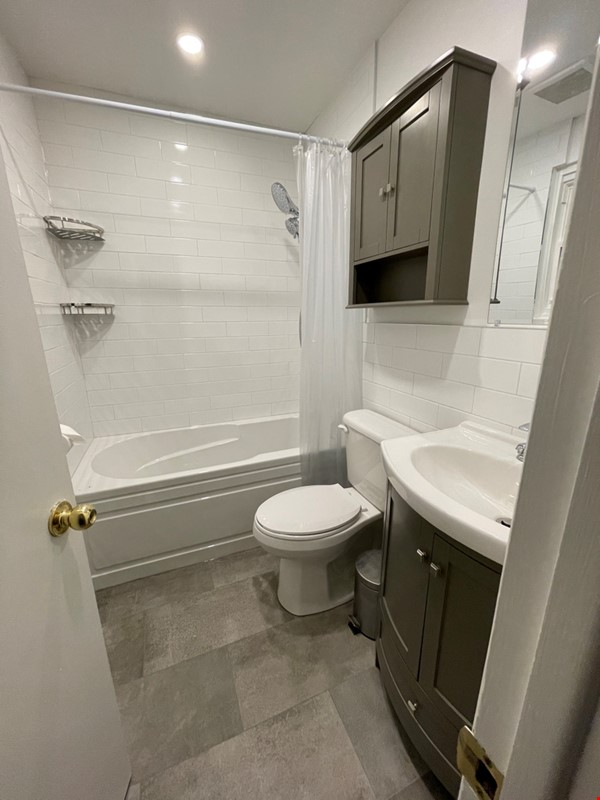 May 1 2021- Sunnybrook ! Kitchen and bath just renovated!  2 BEDROOM FURNISHED  -WALK TO SUNNYBROOK, YONGE LAWRENCE VILLAGE Home Rental in Toronto 9 - thumbnail