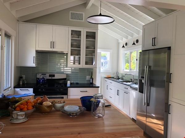 Elegant Cottage within walking distance to Oak Park Home Rental in Santa Barbara 1 - thumbnail