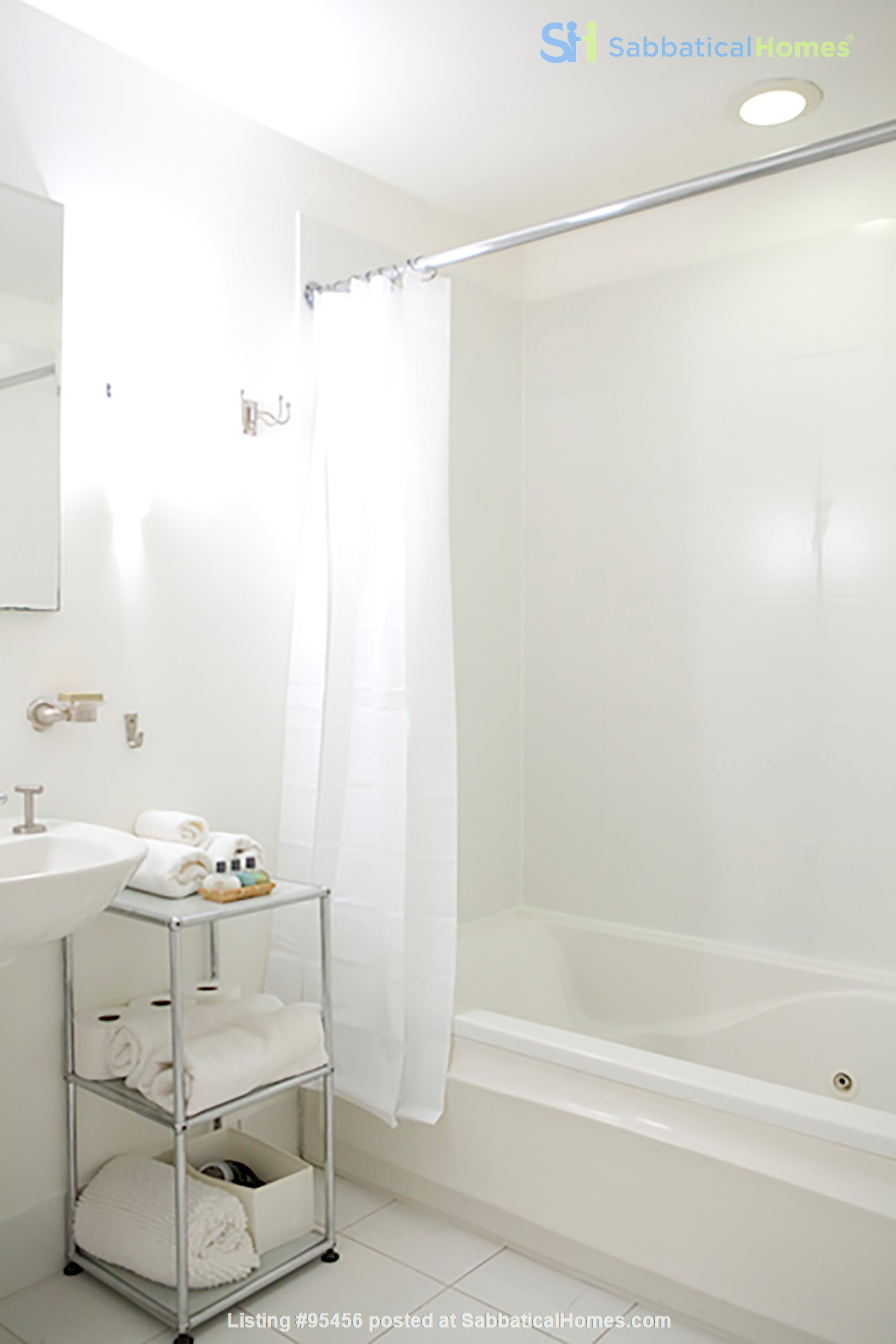 Garden Apartment in Harlem, minutes from Columbia Home Rental in New York, New York, United States 9